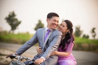 foto de novios en bicicleta