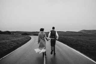 novios en carretera